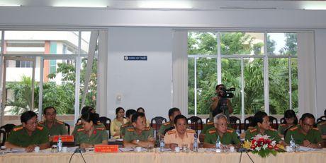 Trai giam Phuoc Hoa don nhan Huan chuong Bao ve To quoc hang Ba - Anh 8