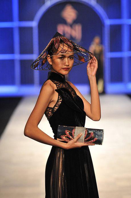 Man nhan voi tuyet tac trang suc tai Vietnam International Fashion Week - Anh 3