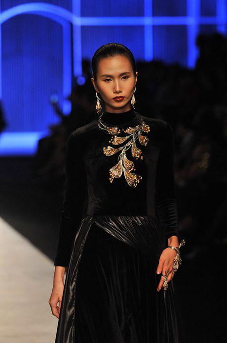 Man nhan voi tuyet tac trang suc tai Vietnam International Fashion Week - Anh 4