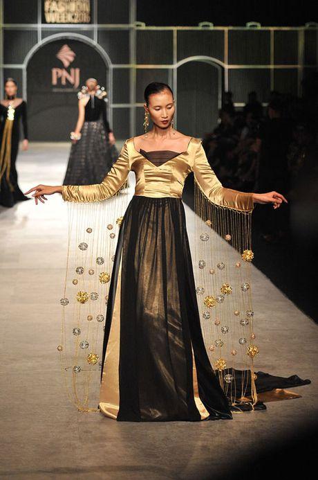 Man nhan voi tuyet tac trang suc tai Vietnam International Fashion Week - Anh 6
