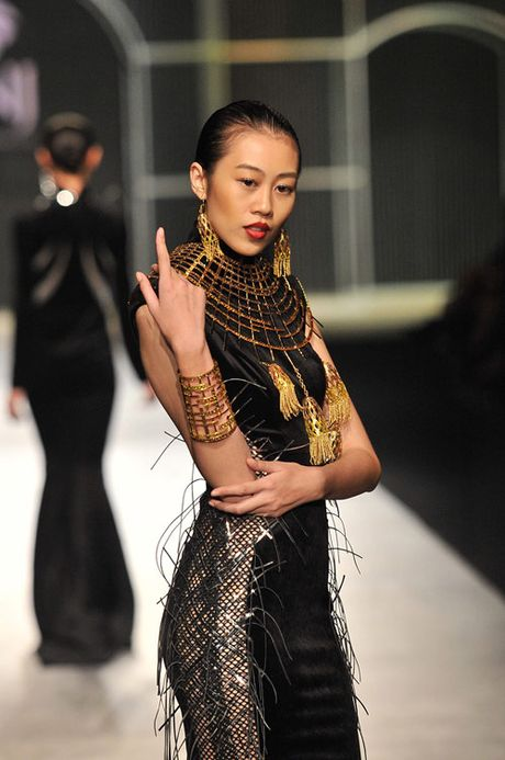 Man nhan voi tuyet tac trang suc tai Vietnam International Fashion Week - Anh 7