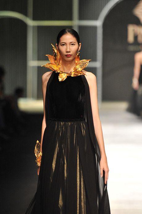 Man nhan voi tuyet tac trang suc tai Vietnam International Fashion Week - Anh 8