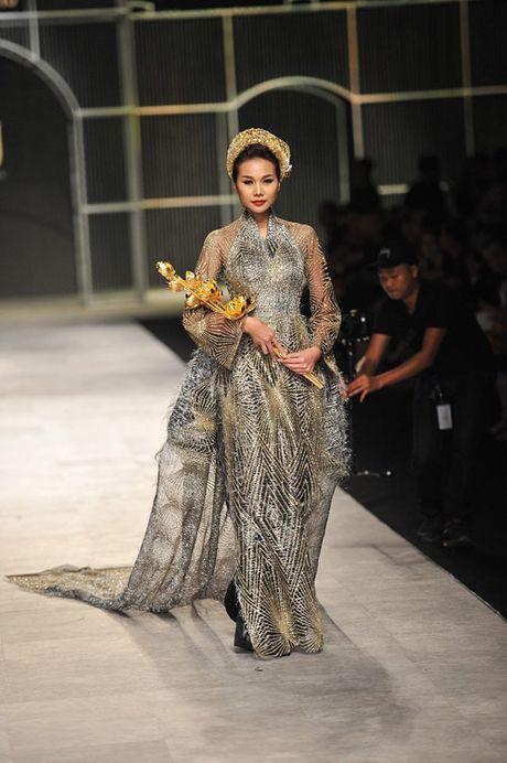 Man nhan voi tuyet tac trang suc tai Vietnam International Fashion Week - Anh 9