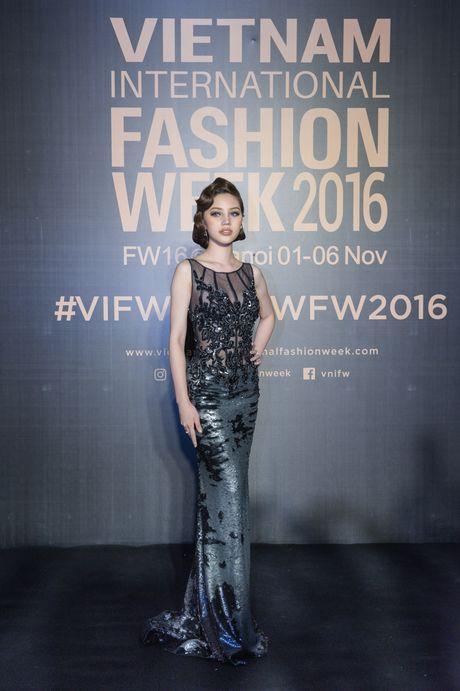 Rung sao Viet hoi tu long lay tren tham do Vietnam International Fashion Week 2016 - Anh 11