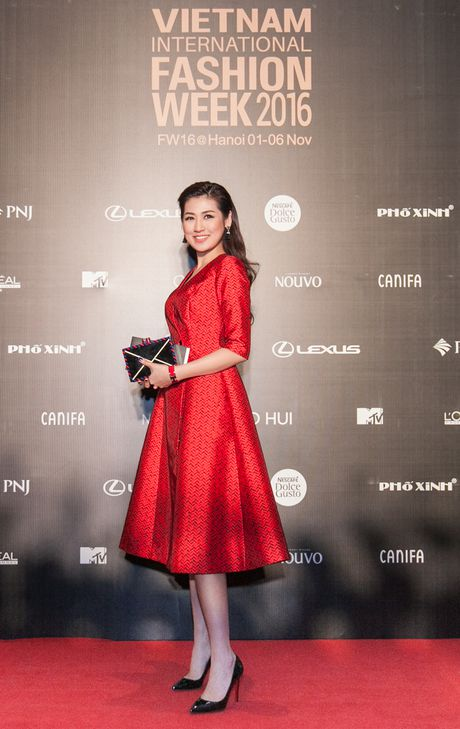 Rung sao Viet hoi tu long lay tren tham do Vietnam International Fashion Week 2016 - Anh 1
