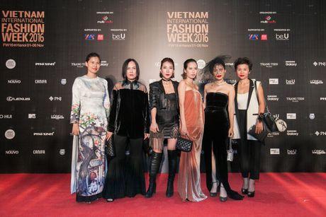 Rung sao Viet hoi tu long lay tren tham do Vietnam International Fashion Week 2016 - Anh 3