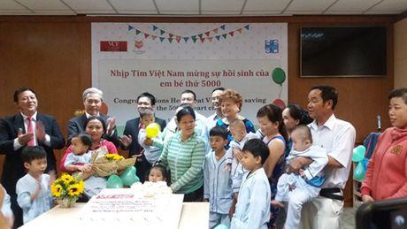 Nhip tim Viet Nam: Hanh trinh chung nhip dap vi trai tim tre em - Anh 1