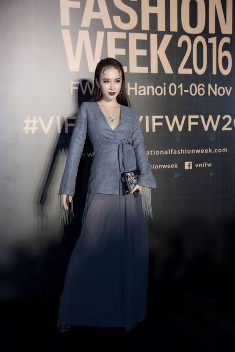Angela Phuong Trinh deo trang suc 1,6 ti du su kien - Anh 1