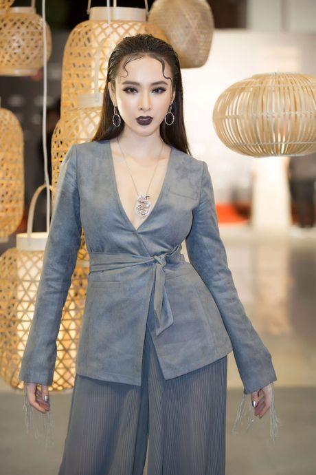 Angela Phuong Trinh deo trang suc 1,6 ti du su kien - Anh 4