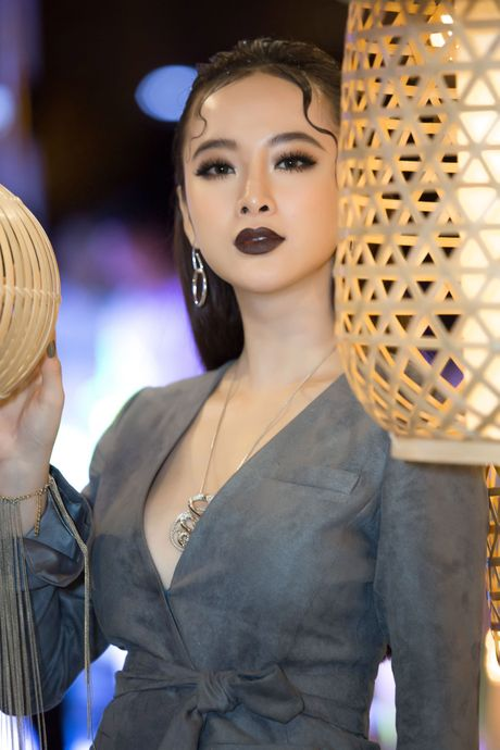 Angela Phuong Trinh deo trang suc 1,6 ti du su kien - Anh 5