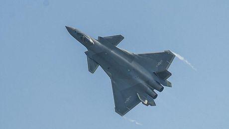 Chuyen gia Nga: May bay tang hinh J-20 Trung Quoc thua xa may bay My, Nga - Anh 1