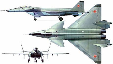 Chuyen gia Nga: May bay tang hinh J-20 Trung Quoc thua xa may bay My, Nga - Anh 3