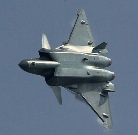 Chuyen gia Nga: May bay tang hinh J-20 Trung Quoc thua xa may bay My, Nga - Anh 4