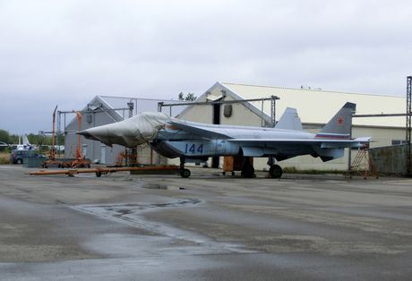 Chuyen gia Nga: May bay tang hinh J-20 Trung Quoc thua xa may bay My, Nga - Anh 5