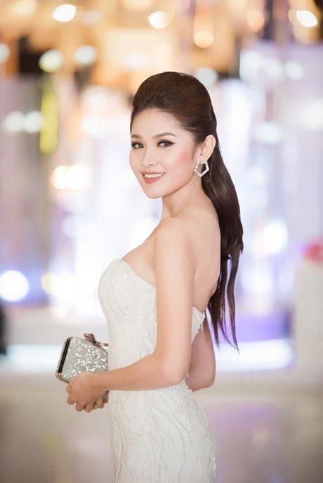 Choang ngop voi phong cach thoi trang an tuong cua Hoa hau My Linh tai VIFW 2016 - Anh 12
