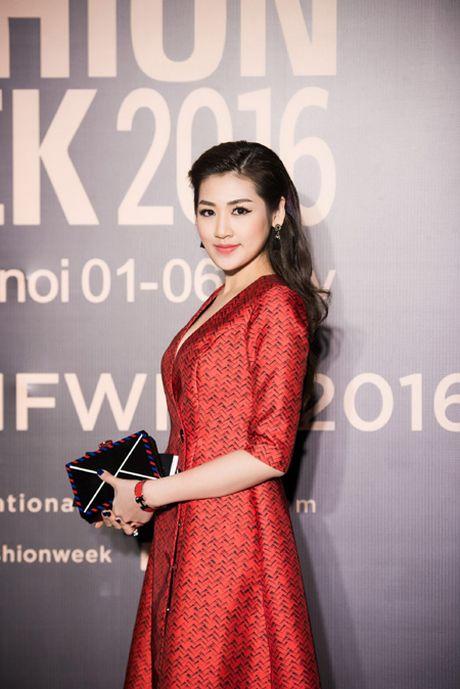 Choang ngop voi phong cach thoi trang an tuong cua Hoa hau My Linh tai VIFW 2016 - Anh 13