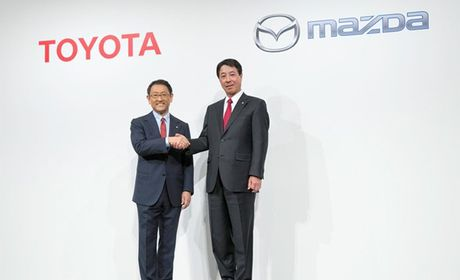 Toyota va Mazda hop tac phat trien xe dien - Anh 1