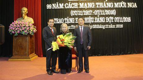 Quan Nam Tu Liem trao huy hieu Dang cho 86 dang vien - Anh 1