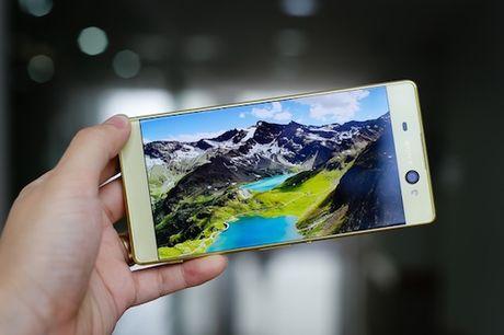 Loat smartphone giam gia dang chu y trong thang 10 - Anh 9
