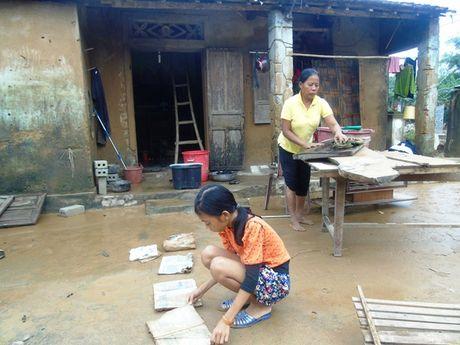 Nguoi dan Quang Binh 'suc tan luc kiet' sau lu kep - Anh 2