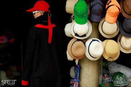 Sac den 'ap dao' cua loat street style VIFW giua tiet troi thu Ha Noi - Anh 11