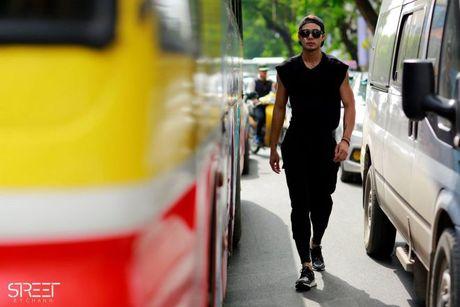 Sac den 'ap dao' cua loat street style VIFW giua tiet troi thu Ha Noi - Anh 5