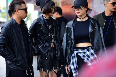 Sac den 'ap dao' cua loat street style VIFW giua tiet troi thu Ha Noi - Anh 8