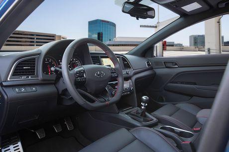 Hyundai Elantra Sport co gia tu 22.485 USD tai My - Anh 3