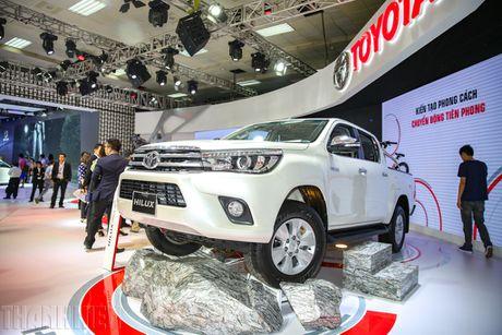 Toyota Hilux moi nhieu cai tien co gia tu 697 trieu dong - Anh 1
