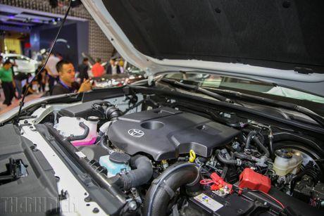 Toyota Hilux moi nhieu cai tien co gia tu 697 trieu dong - Anh 2