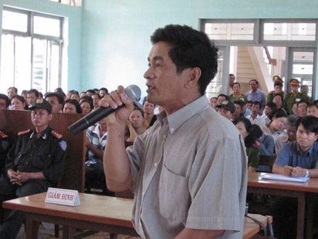 Thu hoi chung chi hanh nghe luat su cua nguyen dieu tra vien vu an oan Huynh Van Nen - Anh 1