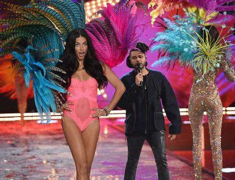 Lady Gaga, Bruno Mars bieu dien tai show Victoria's Secret 2016 - Anh 3