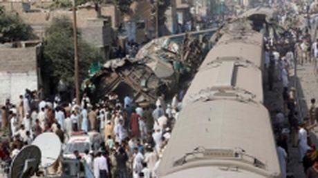 Pakistan: Hai tau hoa toc hanh dam nhau, it nhat 20 nguoi chet - Anh 1