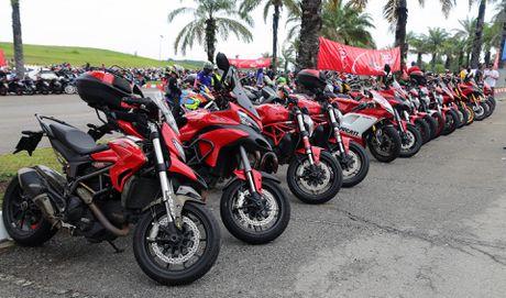 Xem dua MotoGP tai truong dua Sepang - Anh 2