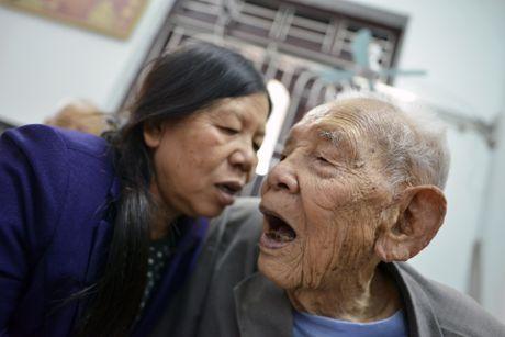 Cu ong 104 tuoi o Bac Ninh co ban chan ky la - Anh 5