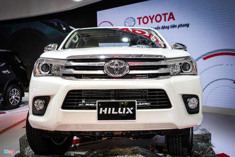 Toyota Hilux moi thay dong co, gia tu 697 trieu tai Viet Nam - Anh 2