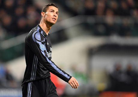 'Ronaldo may man tro thanh khan gia xem Real thi dau' - Anh 1