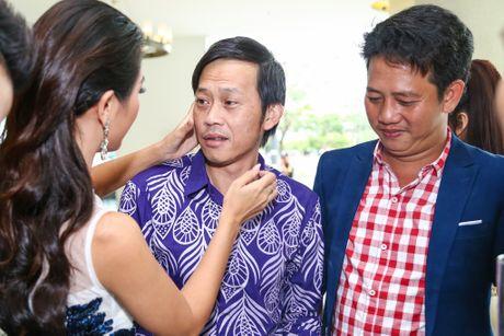Nam Thu xuc dong gap Hoai Linh trong su kien - Anh 2