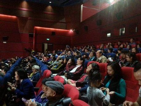 Khan gia dung suot 2 tieng xem phim 'Dong Duong' - Anh 2
