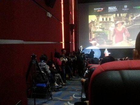 Khan gia dung suot 2 tieng xem phim 'Dong Duong' - Anh 3
