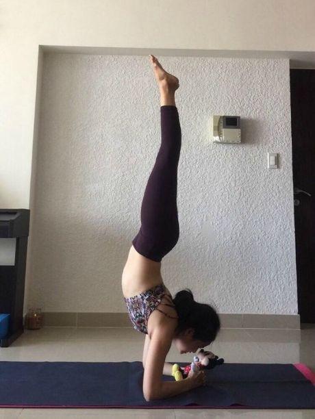 Ba me 35 tuoi tre dep nhu thieu nu nho tap yoga - Anh 10