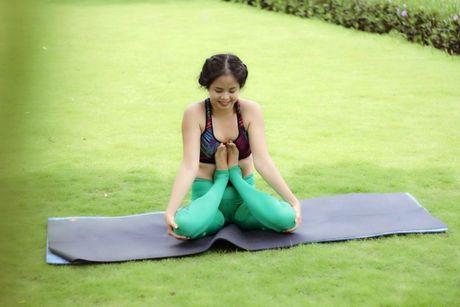Ba me 35 tuoi tre dep nhu thieu nu nho tap yoga - Anh 6