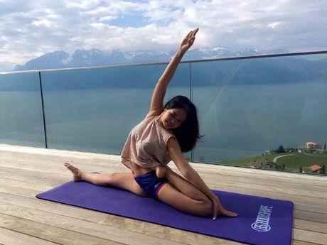 Ba me 35 tuoi tre dep nhu thieu nu nho tap yoga - Anh 7