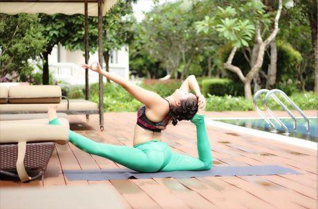 Ba me 35 tuoi tre dep nhu thieu nu nho tap yoga - Anh 8