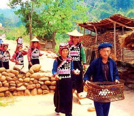 Tuc nem trung trong tang ma nguoi Ha Nhi - Anh 1