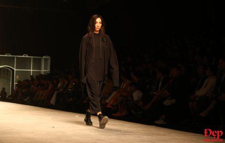 Cam hung noi loan tran ngap san dien Vietnam International Fashion Week 2016 ngay dau tien - Anh 13