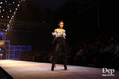 Cam hung noi loan tran ngap san dien Vietnam International Fashion Week 2016 ngay dau tien - Anh 1