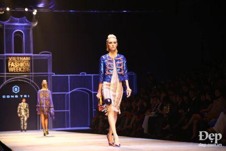 Cam hung noi loan tran ngap san dien Vietnam International Fashion Week 2016 ngay dau tien - Anh 3