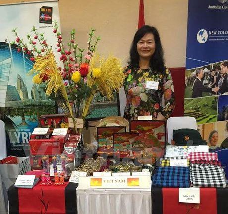 Hoi cho tu thien day y nghia cua Cau lac bo phu nu ASEAN - Anh 1