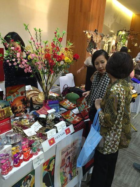 Hoi cho tu thien day y nghia cua Cau lac bo phu nu ASEAN - Anh 2